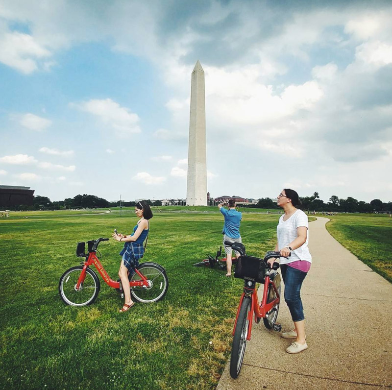 @poodz - Capital Bikeshare riders on Washington Monument grounds - Summer activities in Washington, DC
