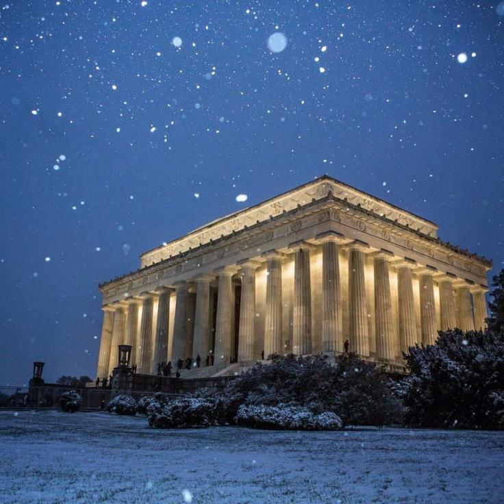 @steeleburrow - Snow falling on the Lincoln Memorial on the National Mall - Winter in Washington, DC
